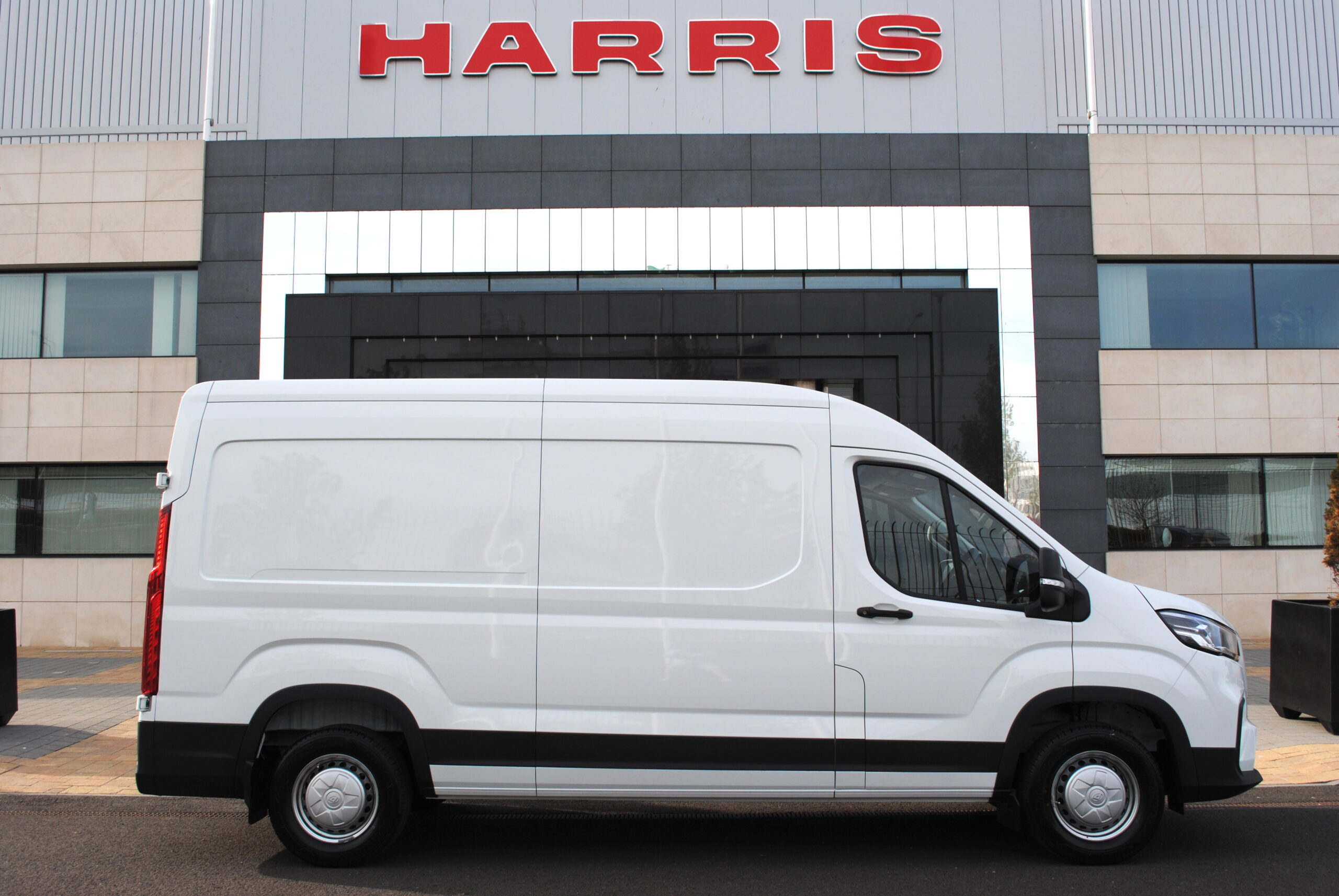 Harris Group - Maxus Deliver 9 distributor